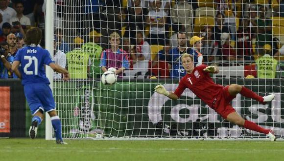 GENIO. Pirlo  pateó así después de un error de Italia en la tanda. (Reuters)