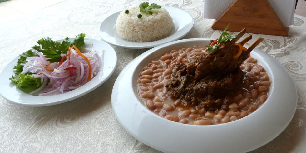 El seco de cabrito con frejoles es uno de los platos más conocidos de la gastronomía peruana. (Foto: Difusión)