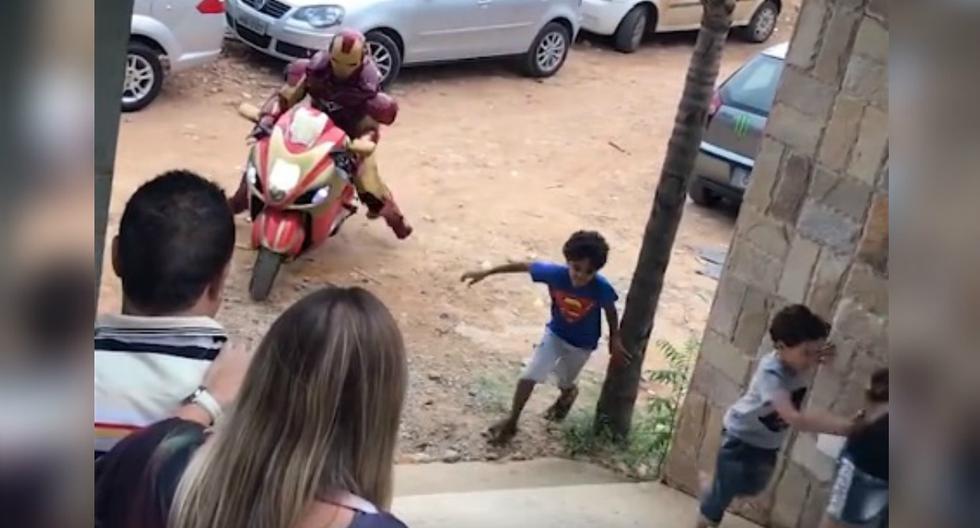 Se viralizó en Facebook el fallido ingreso de un hombre disfrazado de Iron-Man a una fiesta infantil. (Foto: Captura)