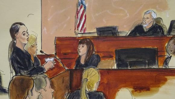 """En el bosquejo del tribunal, Andrea Velez Fernández, a la izquierda, habla a través de un intérprete durante la sentencia de Joaquín """"El Chapo"""" Guzmán en una corte federal. (Foto: Reuters)"""