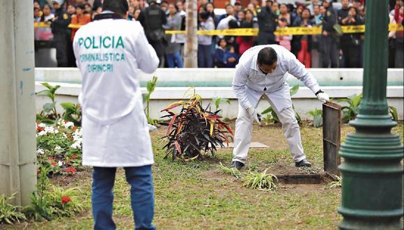 Doloroso final. Peritos de Criminalística de la Policía hallaron pistas de la pequeña Xohana en la Plaza de Armas.