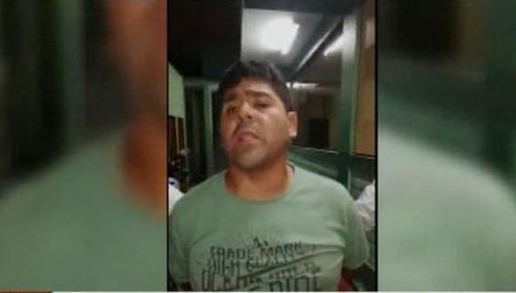 El sujeto incluso amenazó a los policías. (Foto: Captura/América Noticias)