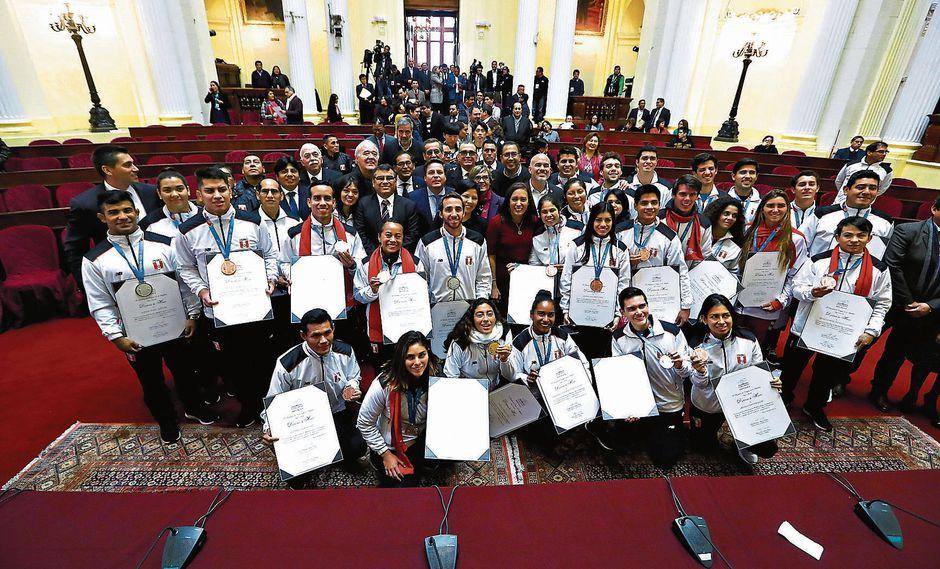 Justo agradecimiento. Medallistas de Lima 2019 recibieron un homenaje en el Congreso. (Alessandro Currarino)