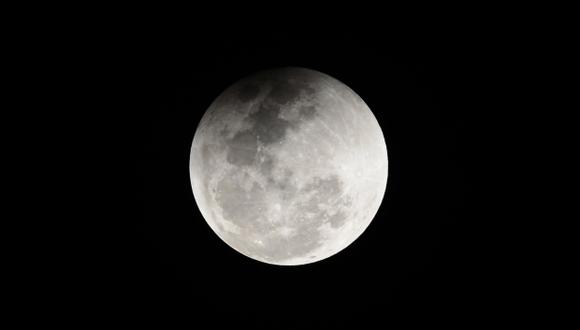 Los tres vehículos llevarán a la superficie lunar una veintena de instrumentos entregados por la Nasa. (Foto: AFP)