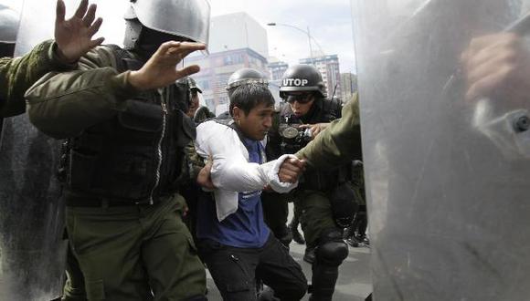 Médicos y estudiantes de medicina reiniciaron hoy la protesta callejera. (Reuters)