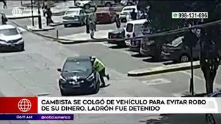 Cambista se cuelga de auto para evitar el robo de su dinero en Surco