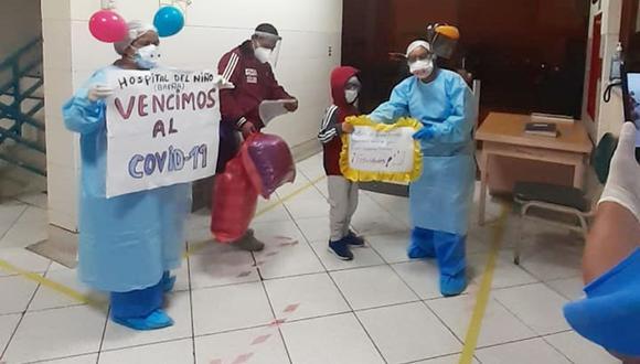 Los menores que vencieron al COVID-19 y al síndrome de Kawasaki fueron despedidos con alegría por personal del Instituto Nacional de Salud del Niño (INSN) de Breña. (Difusión)