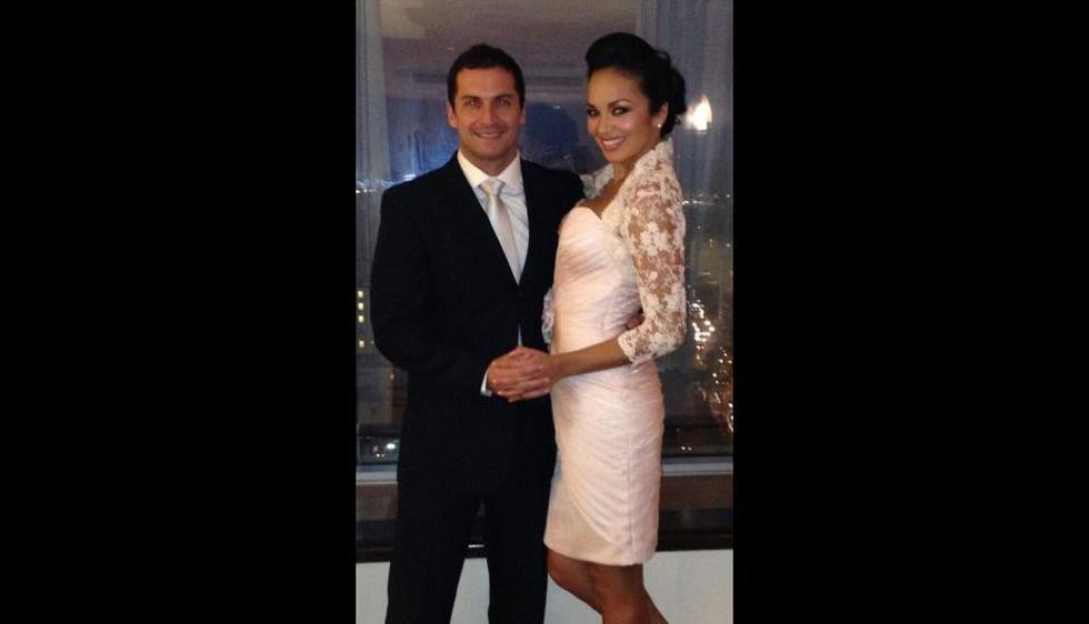 Tras anunciar su compromiso, la pareja se dio el sí esta tarde en una ceremonia privada. (Twitter)