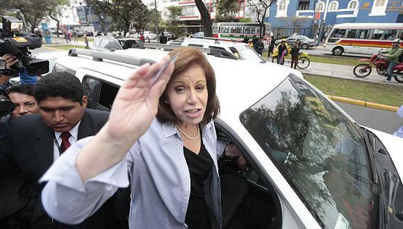 Pasco: Comuneros 'pechan' a Lourden Flores por \'influir\' en juicio a minera. (USI)