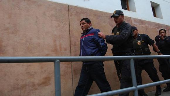 Detenido. El vacado alcalde Julio Blas Rímac fue trasladado enmarrocado a la comisaría de Huari. (Magno Nava)