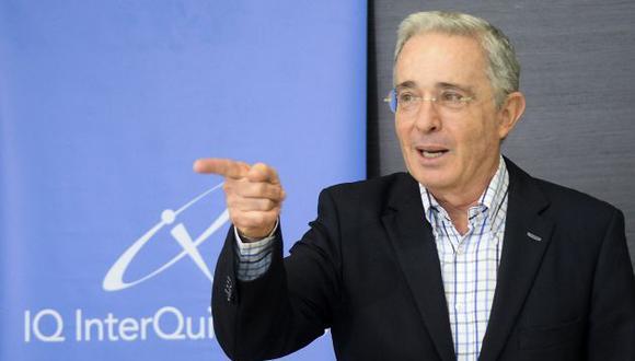 El ex presidente colombiano, Álvaro Uribe, convocó a una marcha en Colombia contra Juan Manuel Santos el 1 de abril (AFP).