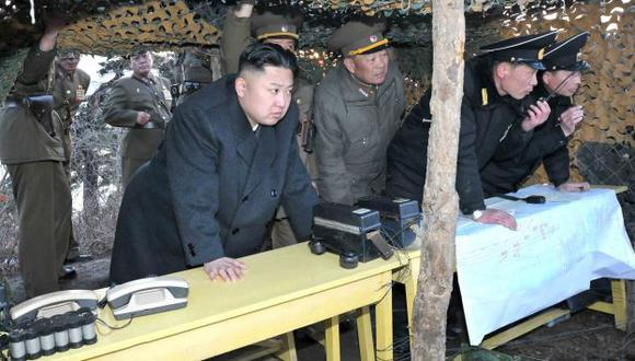 Líder norcoreano Kim Jong-Un inspecciona ejercicios militares. (Reuters)
