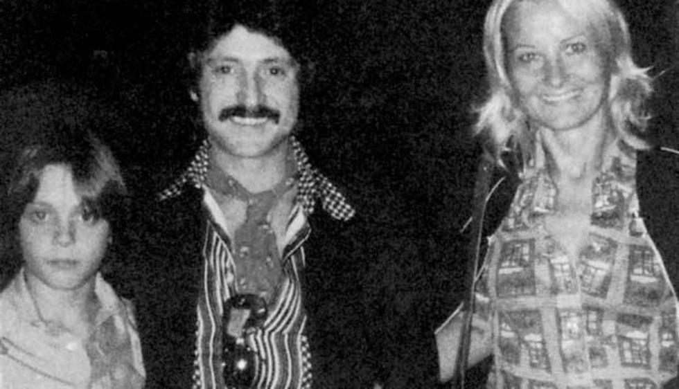Su padre el español 'Luisito Rey' también fue cantante. Su madre Marcella Baster es de origen italiano. (Luis mi rey)