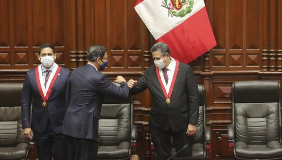 Martín Vizcarra acudió el viernes al Parlamento para ejercer su defensa ante la moción de vacancia presentada en su contra. (Foto: Presidencia)