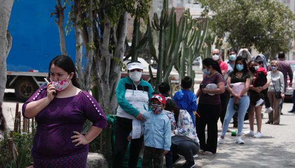 La cantidad de casos nuevos de coronavirus aumentó este martes. Foto: Ángela Ponce/ @photo.gec