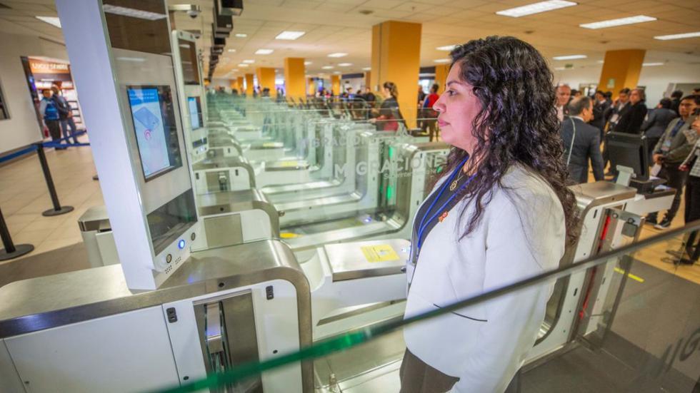 Más de 10 mil pasajeros utilizan a diario las puertas electrónicas del aeropuerto Jorge Chávez. (Foto: Migraciones)