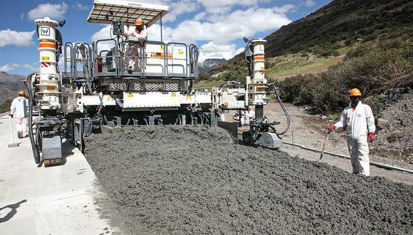 Entre las principales obras que se vienen ejecutando se tiene la construcción de la carretera Bellavista-Mazan-Salvador-El Estrecho en la región de Loreto, entre otras. (Foto: MTC)
