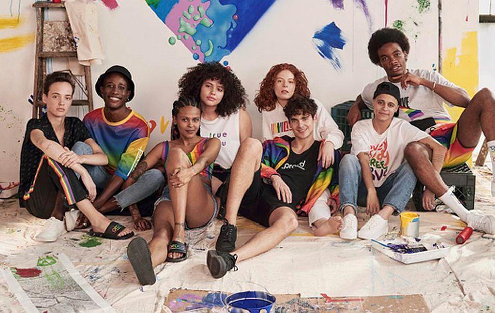 Coloridos tops, polos y camisetas han sido diseñados para mujeres, hombres y personas no binarias. (Foto: H&M)