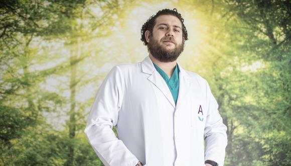 Médico cirujano Víctor Ortúzar.