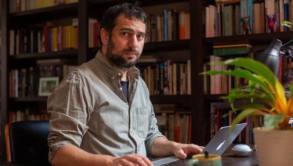 Ricardo León es el autor de 'Alias Jorge', el libro que narra la historia del hijo del terrorista Víctor Quispe Palomino. (Foto: Fernando Sangama)