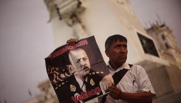 Velasco Alvarado dio un golpe de Estado, que, según manifestantes, podría repetirse de parte de los integrantes de FP. (Foto: Renzo Salazar)