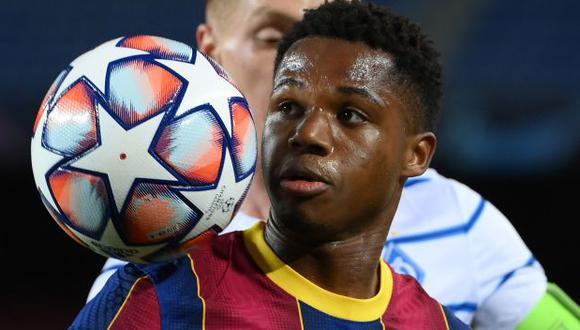 Ansu Fati estará fuera de las canchas por cuatro meses, según el Barcelona. (Foto: AFP)