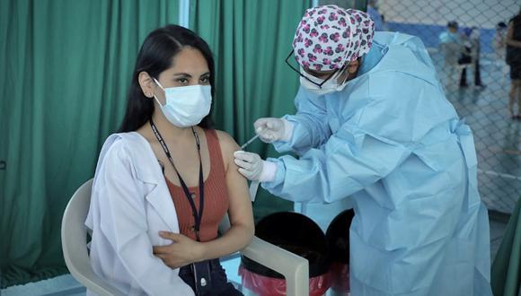 El proceso de vacunación para el personal de salud inició el pasado 9 de febrero. (Foto: Britanie Arroyo / @photo.gec)