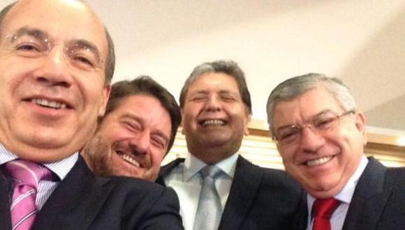 Alan García llamó el selfie de la Alianza del Pacífico a la foto donde aparece junto a Felipe Calderón y César Gaviria. (Twitter)