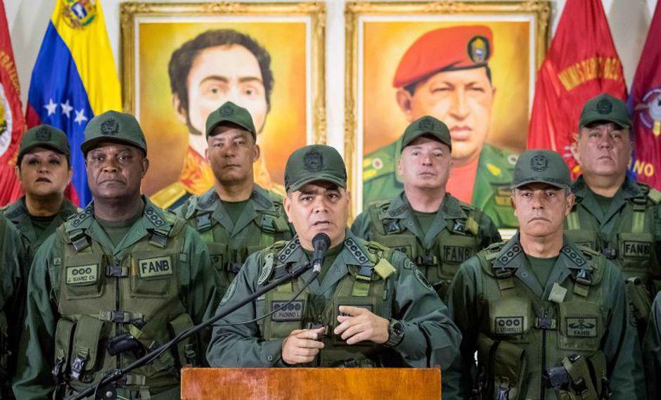 Grupo de militares llamaron a los ciudadanos a respaldar con manifestaciones callejeras acciones contra el presidente. (Foto: EFE).