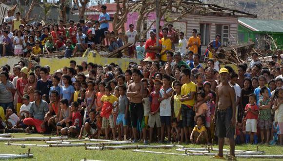 La población padece por agua, comida y refugio. (AFP)