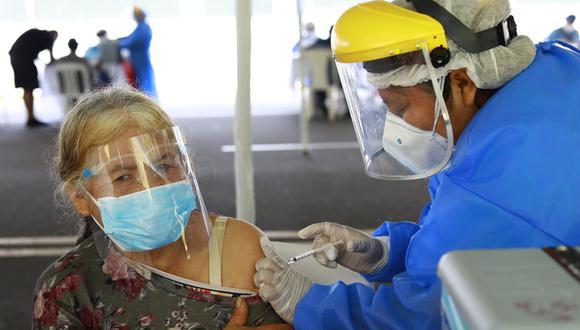 Vacunación contra el COVID-19: Este viernes inicia inmunización de adultos mayores de 65 años (Foto: GEC)