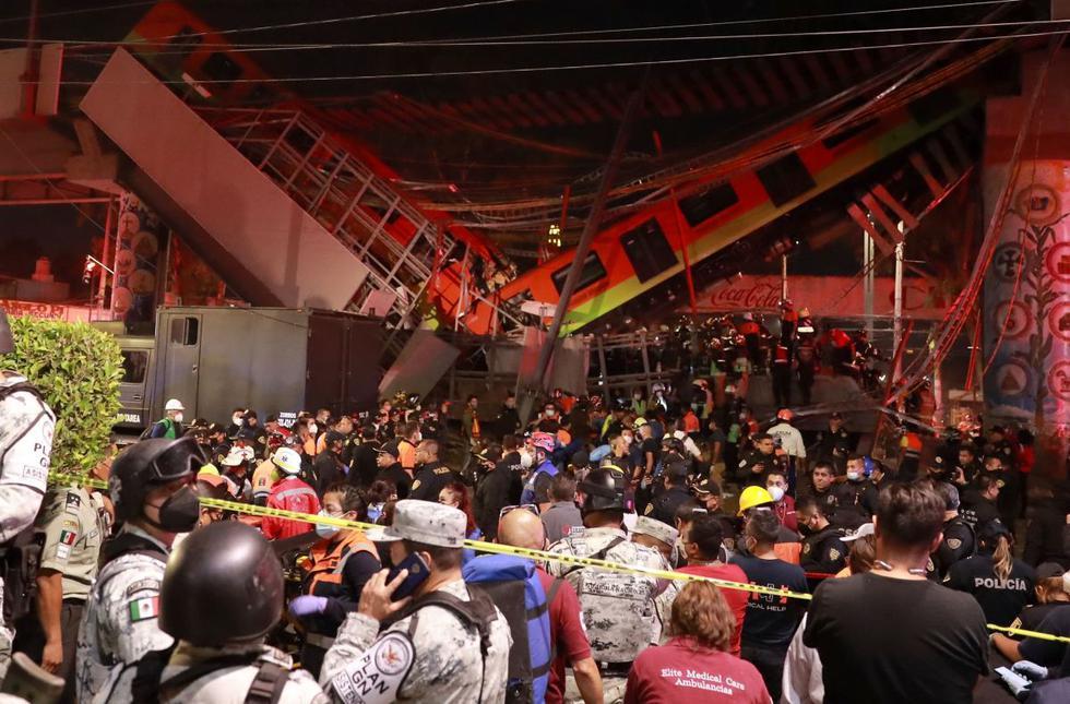 Vista general del colapso de unos vagones del metro en la Ciudad de México (México). Al menos 23 personas murieron y otras 70 resultaron heridas al desplomarse en la noche de lunes un puente de la vía elevada de la línea 12 entre la estación Olivos y Tezonco. (EFE/ Carlos Ramírez).