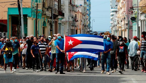 Manifestantes frente al Capitolio de Cuba en La Habana. (Foto: EFE)