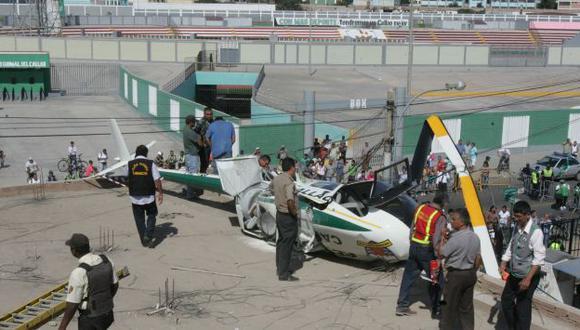 ¿SEGURO? El helicóptero dedicado a patrullar las calles terminó destruido en una azotea. (Martín Pauca)