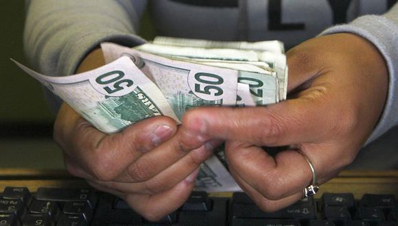 El dólar se depreció un 0.27% al cierre de la sesión de este martes. (Foto: AFP)