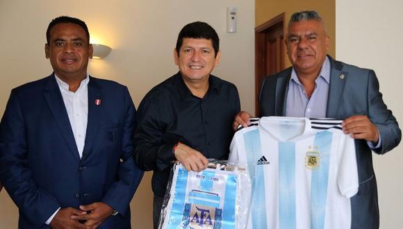 El presidente de la AFA, quien estuvo en la jornada final del Sudamericano Sub 17, agradeció la hospitalidad del pueblo peruano. (Foto: Twitter @tapiachiqui)