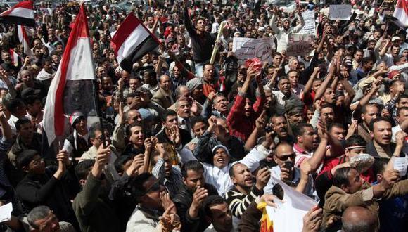 """""""La revolución del 25 de enero se habrá ido con el viento"""", asegura Mohamed Anwar El Sadat, expulsado del Parlamento por sus posturas críticas con el Gobierno de eliminar la ley. (Foto: AFP)"""