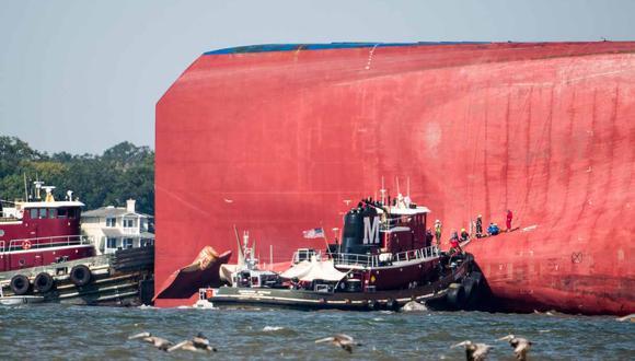 La Guardia Costera había estado trabajando desde la madrugada del domingo para rescatar a los cuatro miembros de la tripulación surcoreana. (Foto: AP)