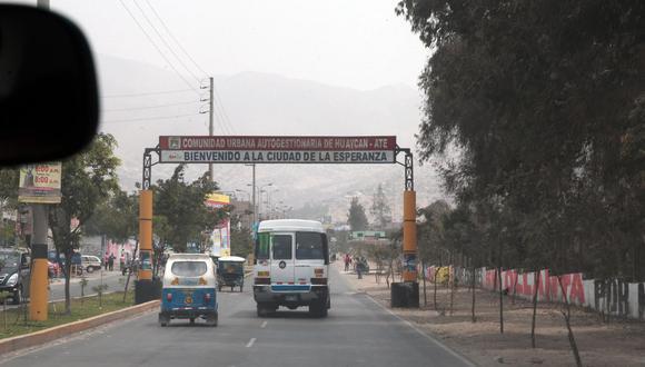 Huaycán se convirtió en un nuevo distrito de Lima. El pedido de los vecinos y vecinas de Huaycán se entiende cuando argumentan que se sienten abandonados por sus autoridades, señala la columnista.