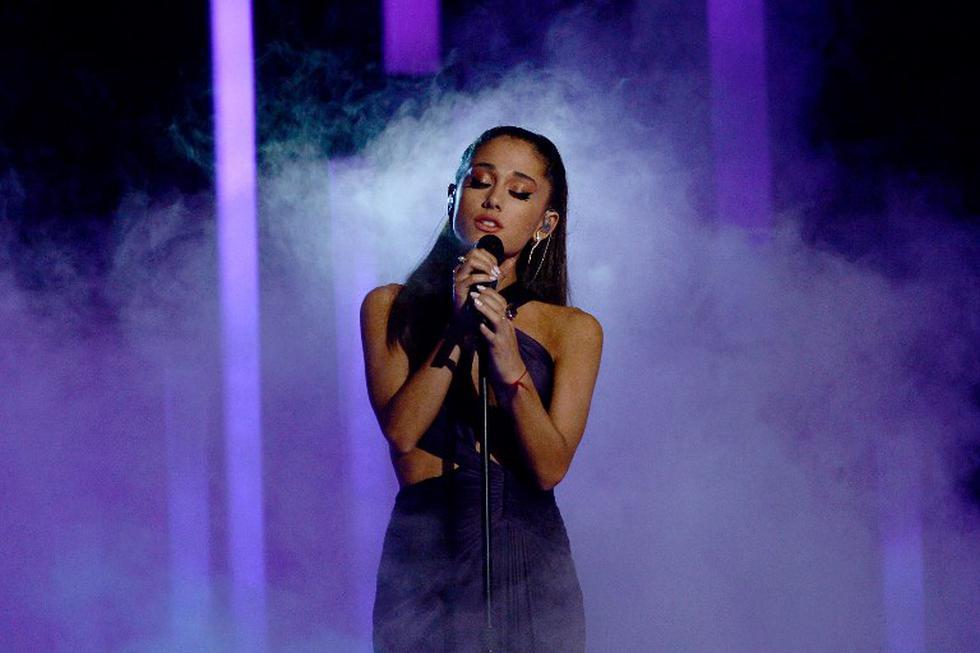 """Ariana Grande interpretó por primera vez su tema """"Needy"""" en los iHeartRadio Music Awards. (Foto: AFP)"""