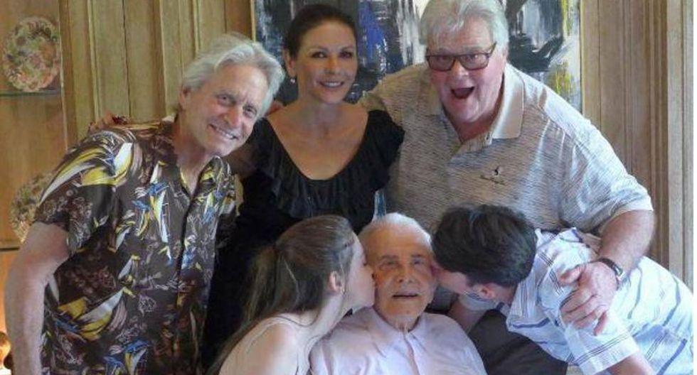 Catherine Zeta-Jones: Ha compartido una imagen de la familia al completo. (ABC.ES)