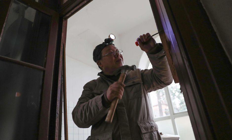 El ebanista de 57 años se llama Ma Jiale. (Foto: AFP)