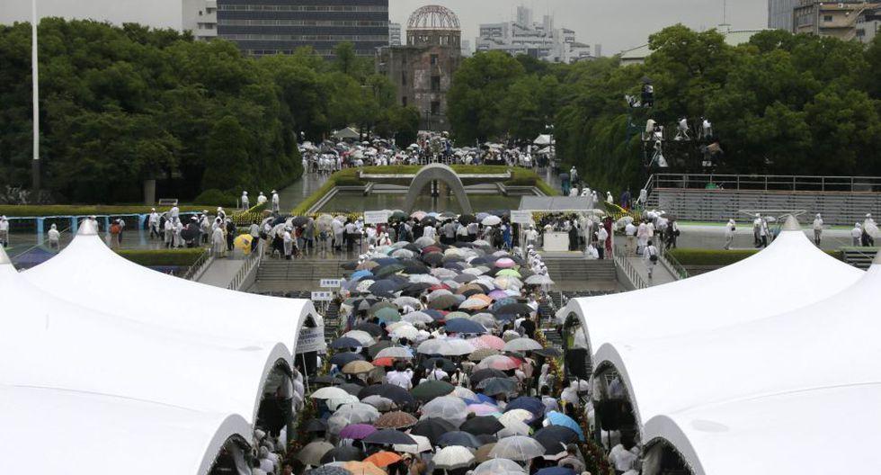 Alcalde de Hiroshima, Kazumi Matsui, encabezó ceremonia pese a la lluvia. (EFE)