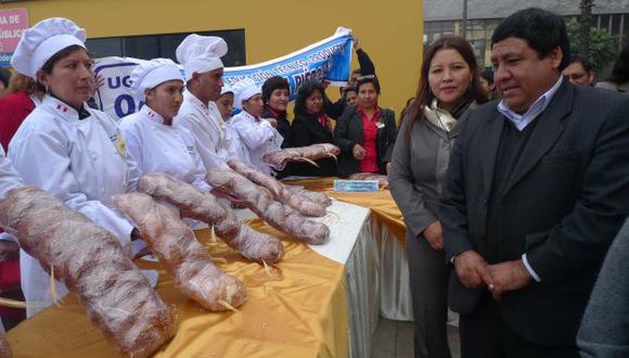 Estudiantes de los Cetrpro presentaron sus panes de quinua. (Andina)