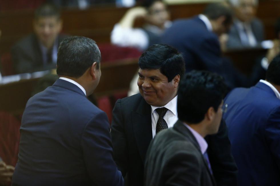 Clayton Galván retrocede con proyecto que obligaba a periodistas a tener colegiatura. (Perú21)