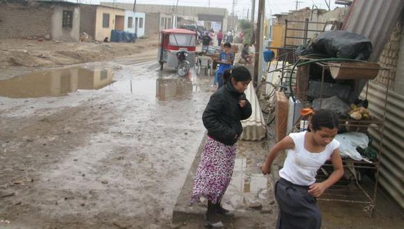 Olas de hasta cinco metros inundaron el puerto y localidades costeras de Chimbote. (Estefanía Fernández)