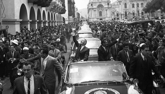 El 13 de octubre de 1966, los astronautas Neil Armstrong y Richard Gordon recorrieron el Centro de Lima en un auto descapotable. (Foto: GEC Archivo Histórico)