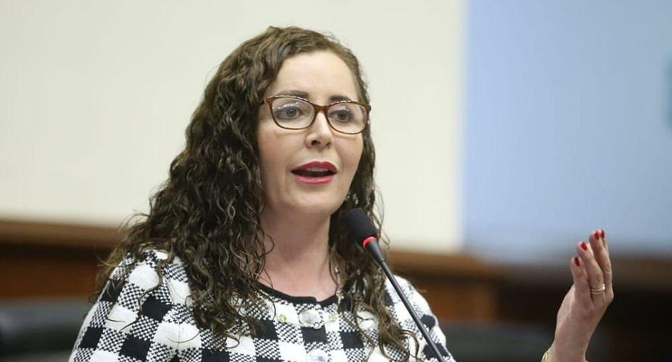 Rosa Bartra, presidenta de la Comisión de Constitución, votó en contra de la cuestión de confianza. Desde Fuerza Popular hubo 32 votos a favor. (Foto: Congreso)