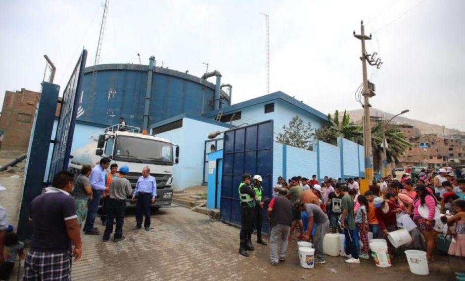 Los vecinos de San Juan de Lurigancho llevan siete días sin tener el servicio de agua en sus casas. (Foto. Giancarlo Ávila/El Comercio)