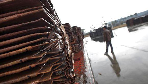 Los inventarios de cobre disponibles al mercado en almacenes registrados en la Bolsa de Metales de Londres subieron a 145,400 toneladas. (Foto: Reuters)